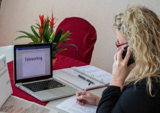 Smartworking promosso a metà dagli italiani, manca contatto sociale