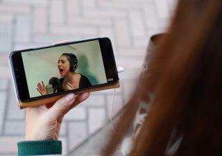 Negozi chiusi: boom di acquisti online, in testa la telefonia mobile