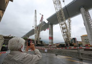 Ponte Morandi: concluso il varo nel nuovo viadotto