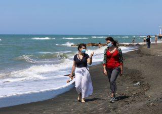 Covid-19, spiaggia solo su prenotazione: più di 1 italiano su 2 è favorevole