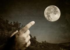 Il dito, la luna e lo spauracchio della patrimoniale