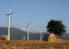 Eni debutta nell'eolico in Italia: acquistati tre progetti in Puglia