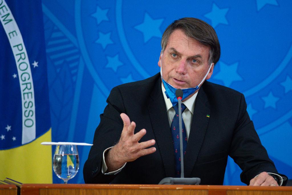 Bolsonaro positivo al Covid in un Brasile da oltre 1,6 milioni di contagi