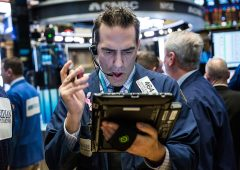 """Bolle finanziarie: scatta l'allarme rosso, """"indicatore Buffett"""" supera livelli delle dot.com"""