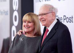 Warren Buffett: chi è Astrid Menks, la moglie