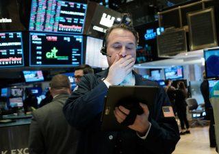 Vendite sui titoli tech affossano Wall Street per la terza seduta di fila
