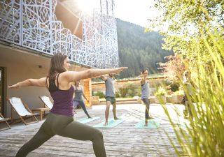 Per riprendersi dallo stress dello smartworking un autunno a tutto yoga