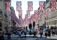 Brexit: sterlina giù e probabili tassi negativi in Uk