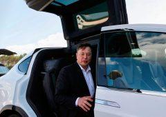 Tesla: debutto amaro sullo S&P 500, analisti divisi sul futuro del titolo