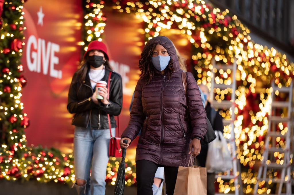 Natale, Governo frena sull'allentamento misure anti-Covid: le ipotesi allo studio