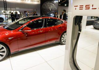 Auto elettriche: da Tesla una scossa ai mercati