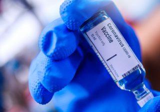 Pfizer: ok dell'Ema a vaccino pronto all'uso, verrà prodotto anche in Italia