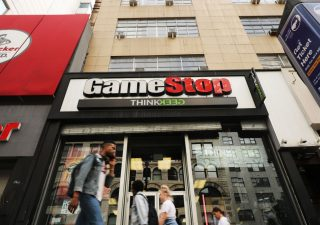 Trader anti-sistema si uniscono contro gli hedge fund e mandano Game Stop in orbita