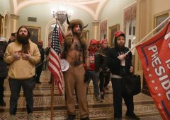 Washington, manifestanti si allontanano da parlamento Usa dopo assedio