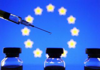 Vaccinazioni, Oxford Economics: l'Ue resterà indietro rispetto a Usa e Regno Unito