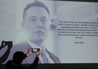Elon Musk: i libri preferiti dal numero uno di Tesla e uomo più ricco del mondo