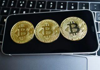 Bitcoin ancora in flessione, rischio caduta fino a 43.800 dollari