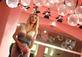 Bitcoin, truffata la madre di Valeria Marini: persi 335mila euro
