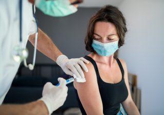 Vaccini: via al piano anti-Covid, immunità di gregge entro fine settembre