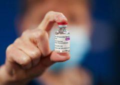 Vaccino AstraZeneca, cosa sappiamo finora sulla sua sicurezza