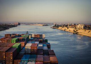 Suez, l'impatto del blocco causato dalla Ever Given sull'economia