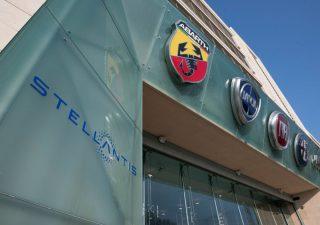 Stellantis, tonfo a Piazza Affari nonostante la crescita delle vendite