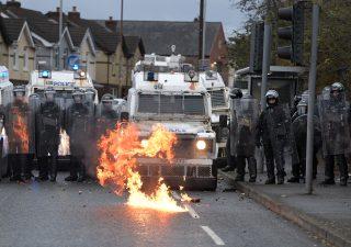La hard Brexit infiamma l'Irlanda del Nord, cosa sta succedendo