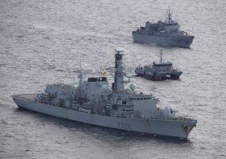Brexit, navi da guerra Uk mettono fine al blocco dei pescherecci francesi