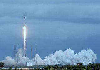Turismo nello spazio, i big di internet puntano sulla space economy