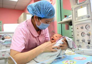 Cina: natalità troppo bassa, Pechino autorizza le coppie ad avere fino a tre figli