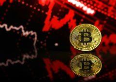 Bitcoin crolla nel giorno della consacrazione. Attacco o mercato?