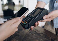 Rivoluzione bancomat: prelievo anche nei negozi? Cosa succederà