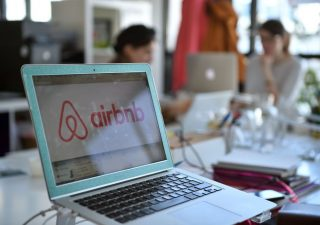 Da Uber ad Airbnb, prezzi in salita fanno sfumare il