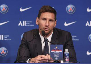 Calcio, il PSG e la nuova strategia di mercato. Da Messi a Donnarumma lo sport muore così
