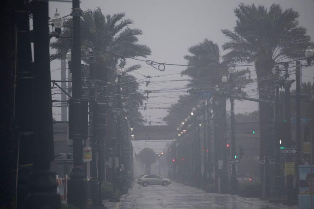 Uragano Ida, cala la minaccia: si raffredda il rally del petrolio