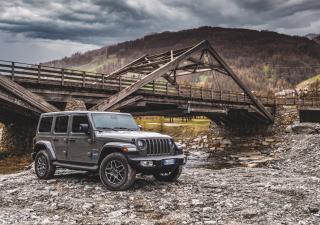 Jeep Wrangler 4xe: una offroad a stelle e strisce
