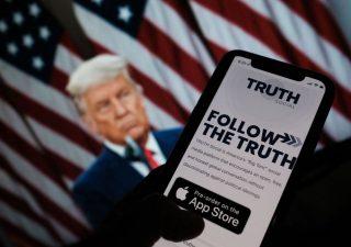 Trump annuncia il suo social network: si chiama Truth, ossia