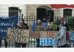 Polexit: perchè la Polonia potrebbe uscire dall'Ue. Migliaia in piazza